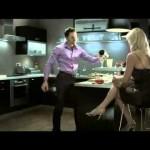 As diferenças entre um homem casado e um homem solteiro na cozinha