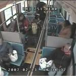 Ato heroico, motorista de ônibus salva vida de criança